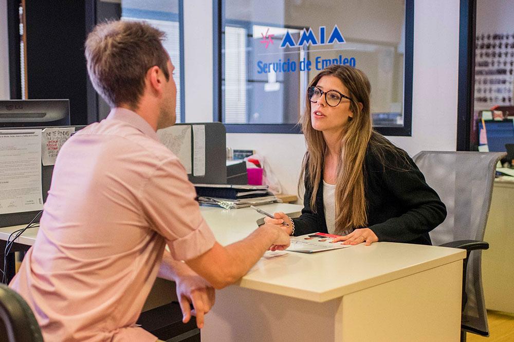Entrevista laboral con un profesional de recursos humanos
